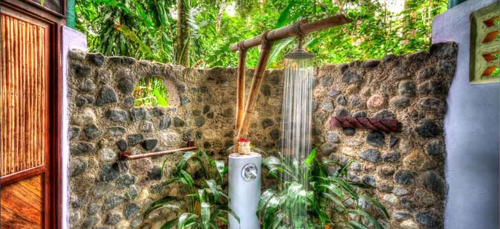 Outdoor shower - Luxury Casita at Iguana Lodge