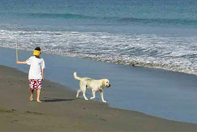 kids-chilren-beach-dog-fun-iguanalodge-costarica