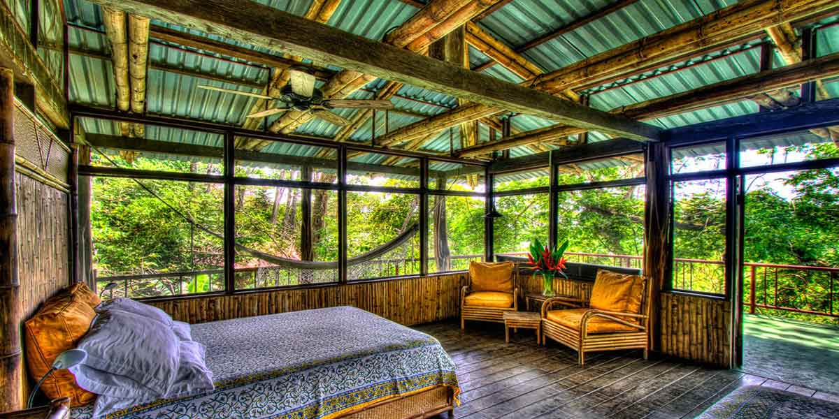 upstairs bedroom in the beach house at Iguana Lodge