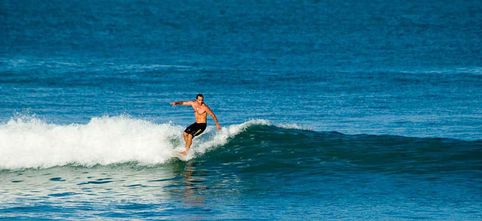 surfing-surfboard-waves-costa-rica